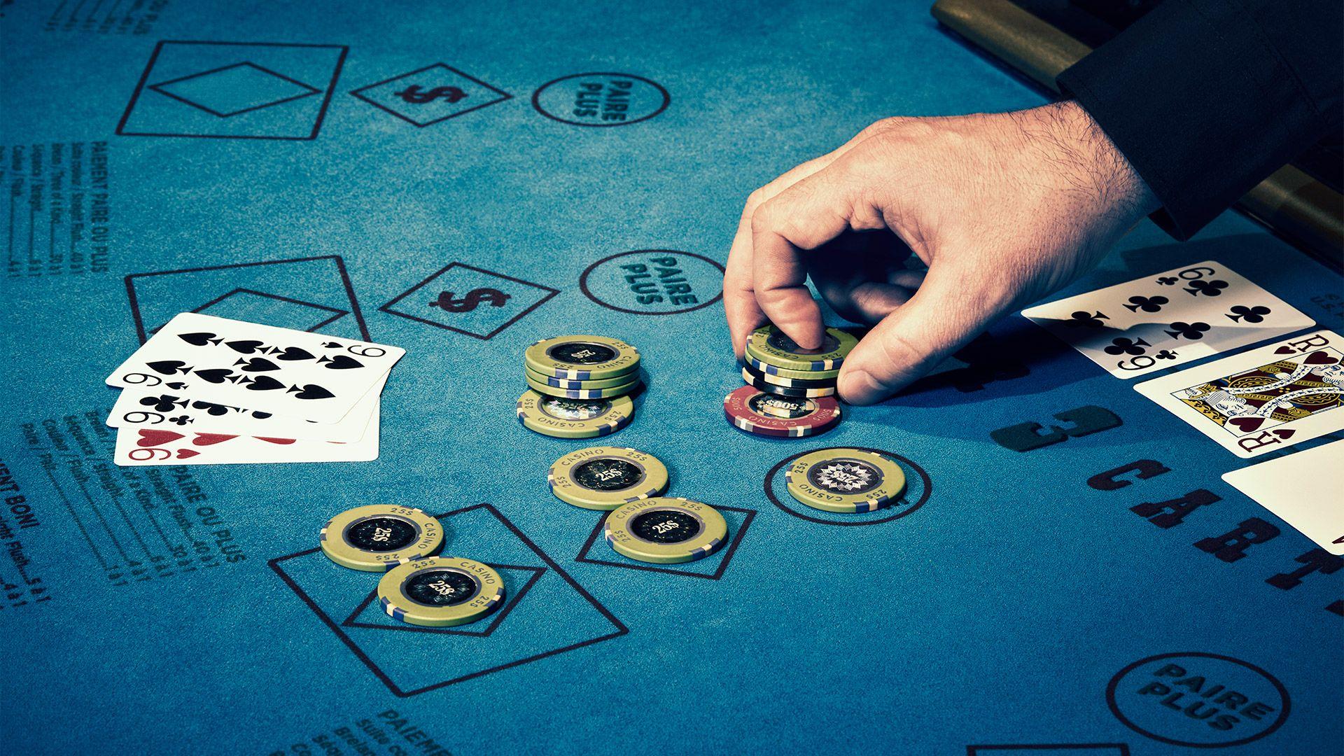 Турнир по покеру в казино